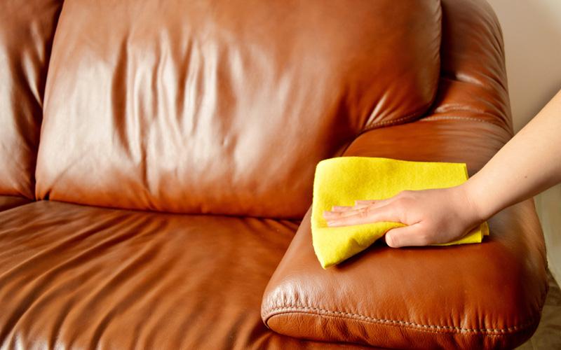Чем вывести жирное пятно с дивана в домашних условиях