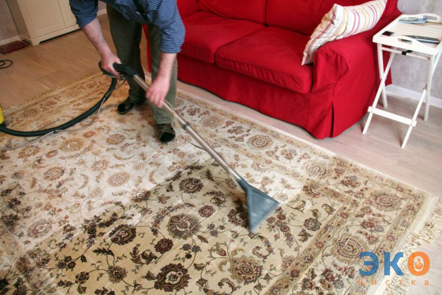 Как почистить ковер в домашних условиях от шерсти