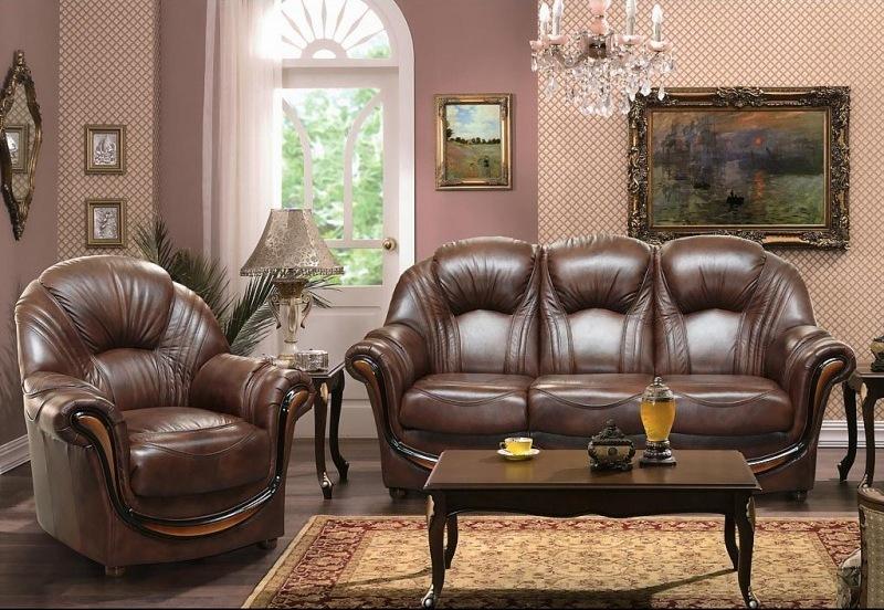 кожаный диван в домашнем интерьере